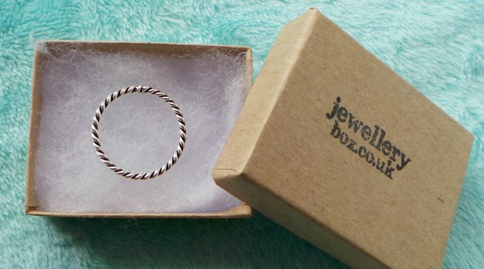 Jewellerybox twisted rop stacking ring