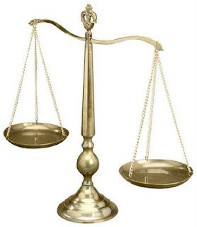 أسوا 10 أمثال ضد المرأة scales.jpg