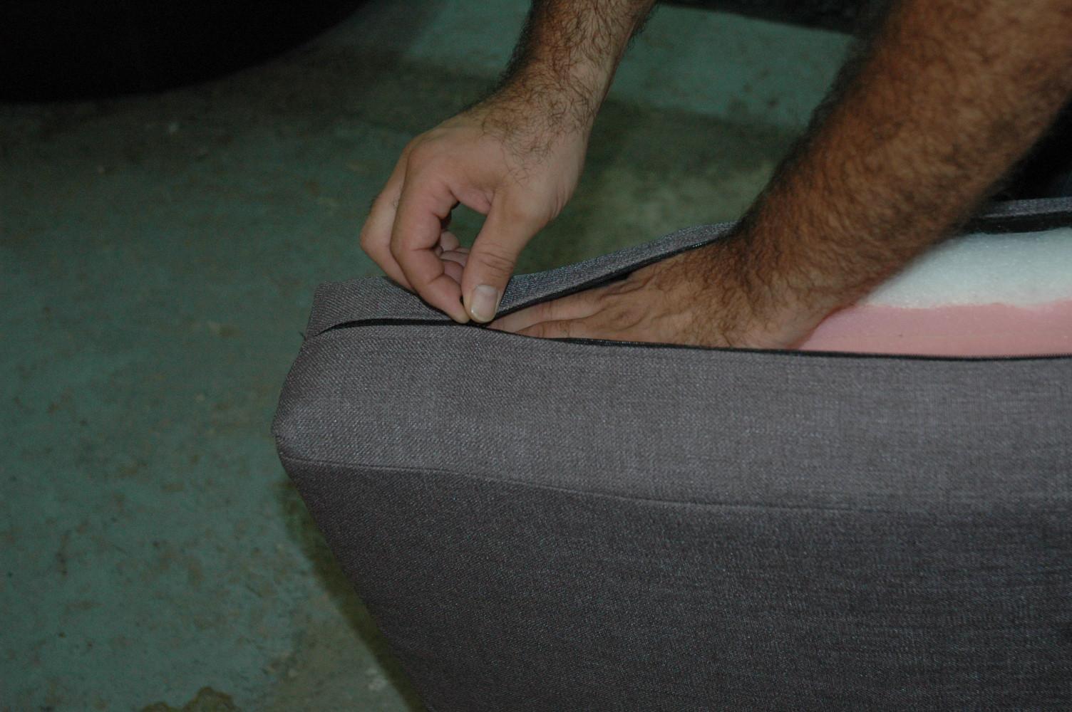 Tap zame como enfundar los cojines sin morir en el intento - Cambiar relleno sofa ...