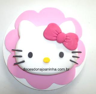 Bolo decorado Hello Kitty no formato da carinha da personagem