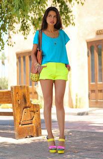 http://3.bp.blogspot.com/-TR3B7gNYPz8/UFtU_J_-4AI/AAAAAAAABWs/Uzimbr-RfrU/s1600/look-shorts-neon-blusa-azul-tacones-amarillo-rosa.jpg