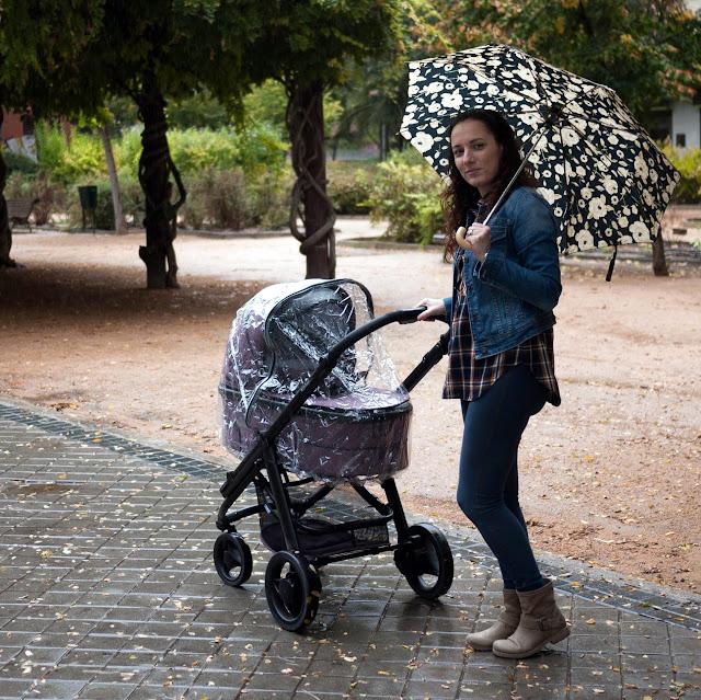 Paseando con lluvia con mi carrito Hip Hop Tech de Bébécar