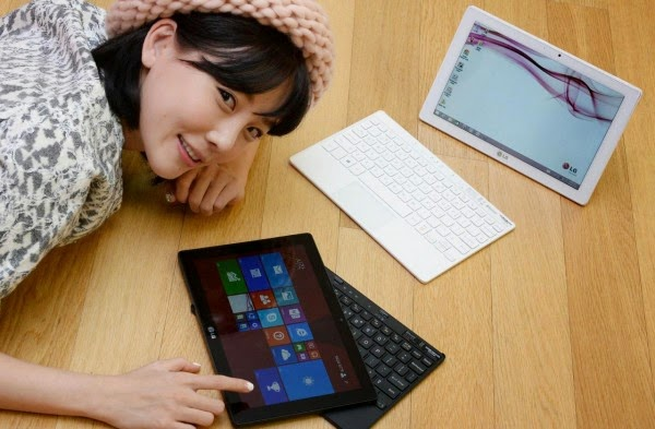 LG Tab Book Duo - Compact notebook-transformer having a great time working