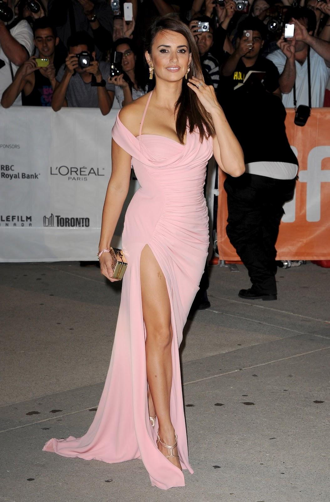 Sexy+Penelope+Cruz+%E2%80%93+%E2%80%9CTwice+Born%E2%80%9D+Premiere+in+Toronto+(11).jpg