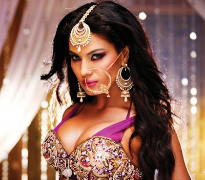Indian Item Girl Veena Malik Big Boobs Photos