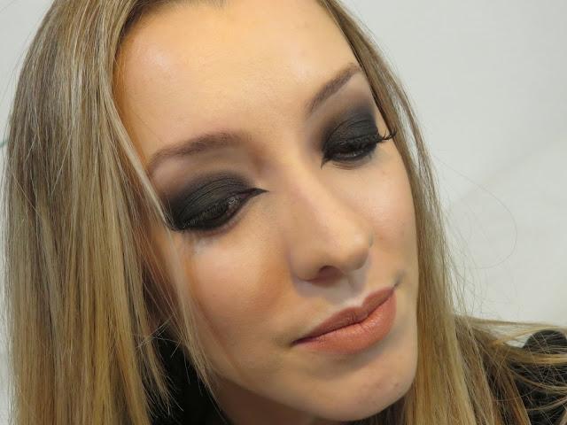 Maquiagem olho preto esfumado