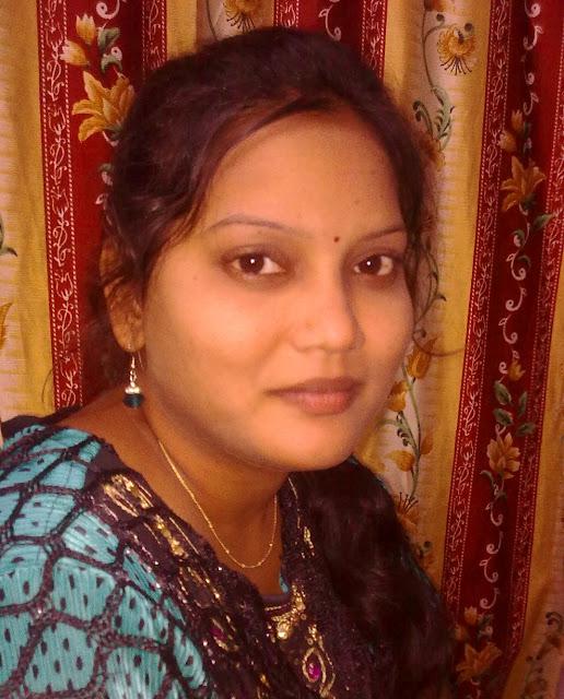 Beautiful Sumitra bhabhi at her lover home