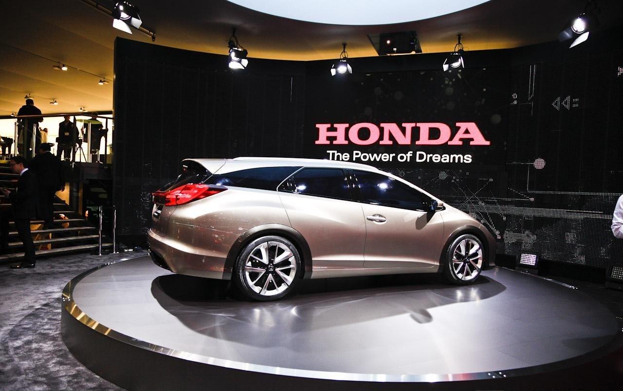 uploading new 2014 Honda Civic Tourer Concept Images upcoming cars