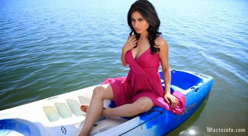 Foto Hot Seksi Mouni Roy Artis cantik India Pemain Pemeran Dewi Sati Serial Mahadewa ANTV