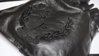 Мешочек из кожи с инициалами - машинная вышивка на заказ