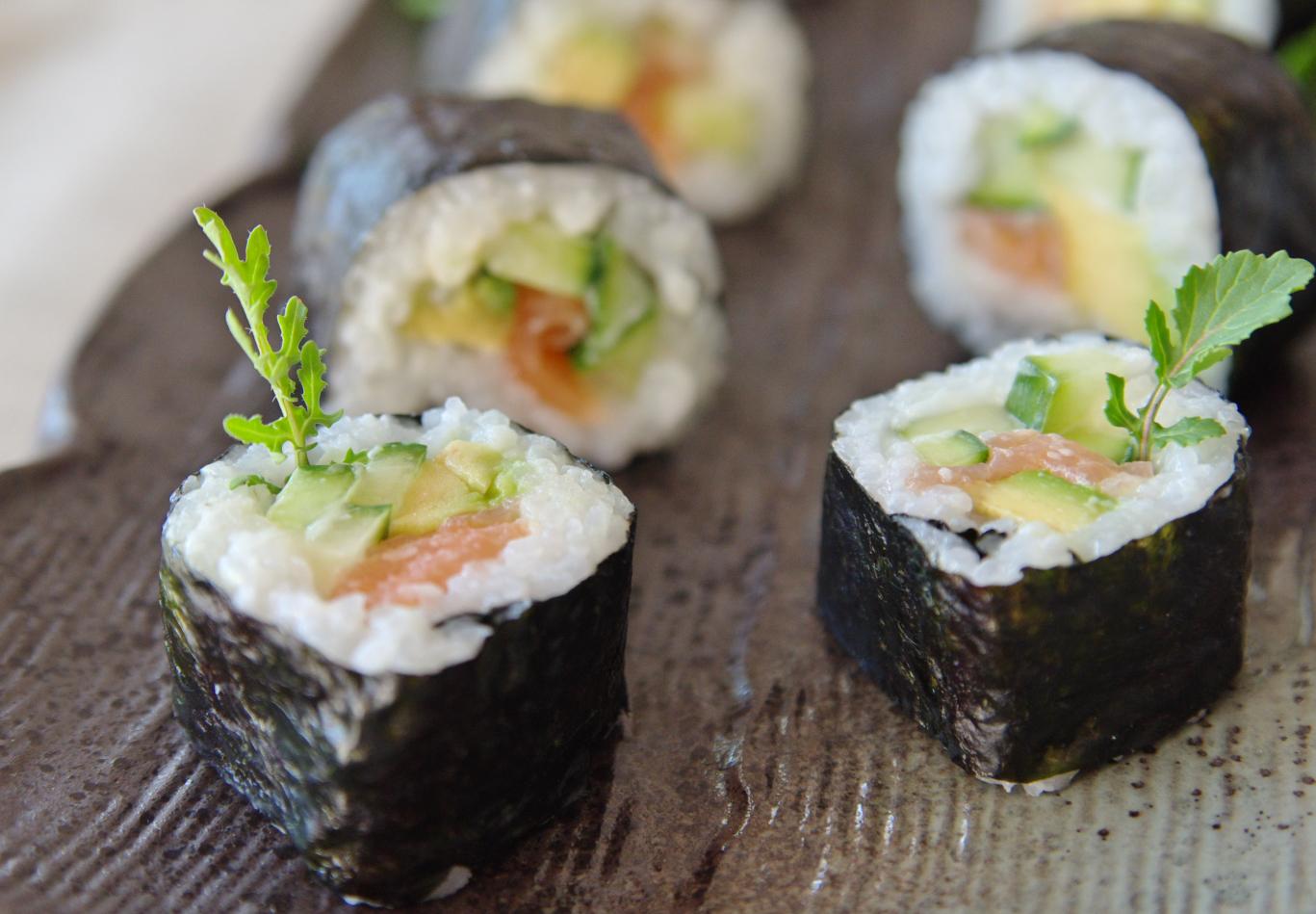 maki sushi lachs rezepte suchen. Black Bedroom Furniture Sets. Home Design Ideas