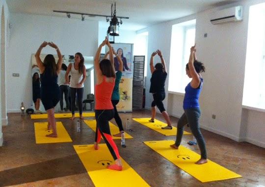 Clase de Yoga con Flores de Bach