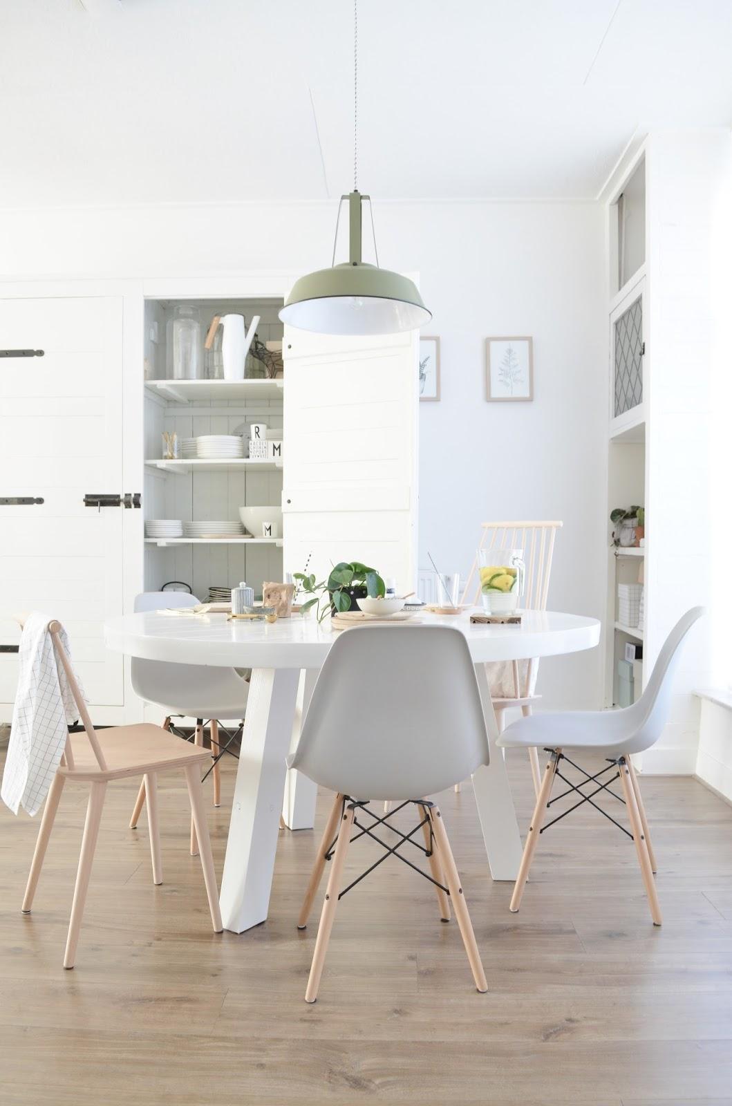 Een nieuwe ronde eettafel for Interieur styling
