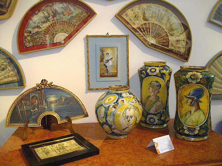 Antique ceramics and fan paintings at Cortonantiquaria