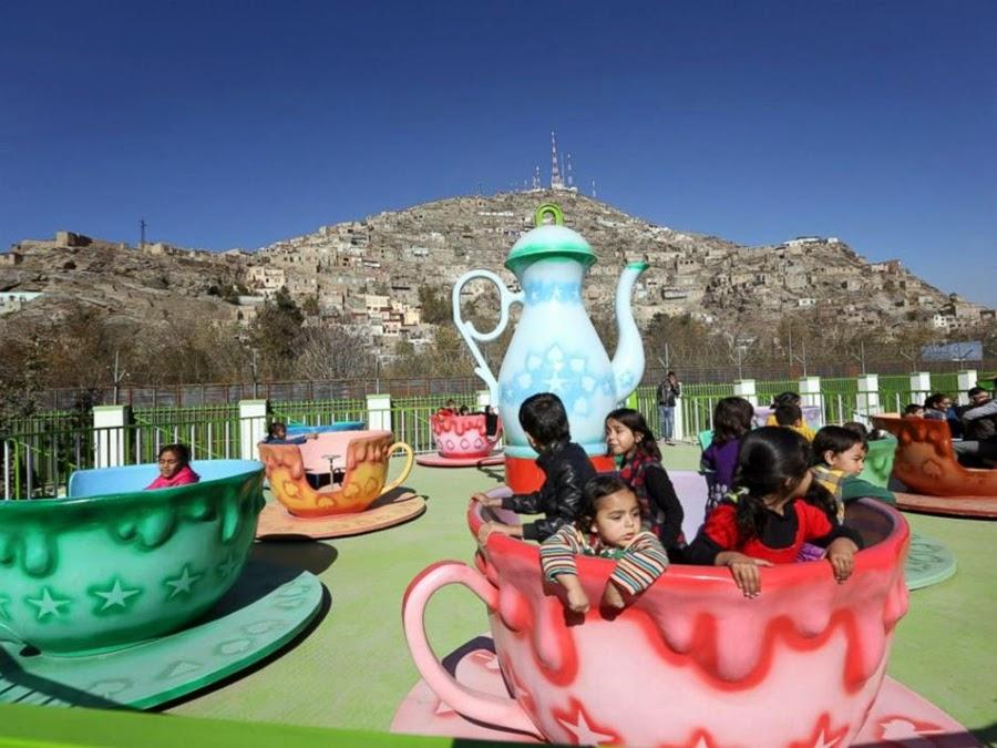 افتتاح أول منتزه في العاصمة الأفغانية كابول وسط الحروب
