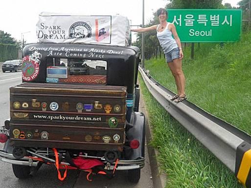 The Facemash Post - Pasangan Herman dan Candelaria Zapp Keluarga Unik Ini Telah Berpetualang Keliling Dunia dengan Mobil Antik Selama 11 Tahun - Candelaria berpose di Seoul, Korea Selatan, 2010