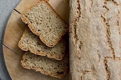 квасен хляб с овесено и сусамово брашно