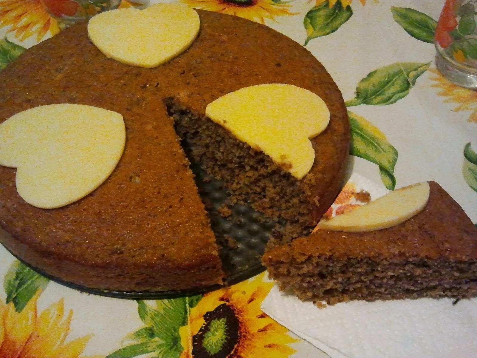 torta alle nocciole con cuori di cioccolato