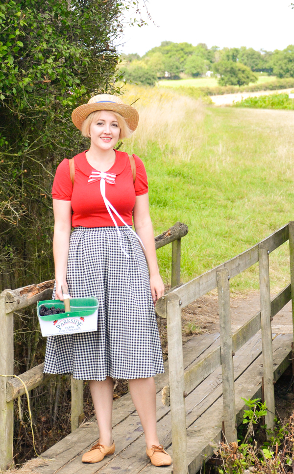 Outfit details: Boater hat: Asos Top: Fever Skirt: Topshop Bow: Johnny Loves Rosie Shoes: Vintage