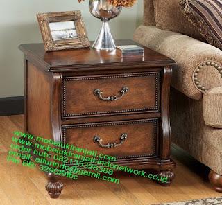 Mebel jepara mebel jati jepara mebel jati ukiran jepara nakas jati ukir klasik cat duco classic furniture jati jepara code NKSJ 138 NAKAS JATI NATURAL JEPARA