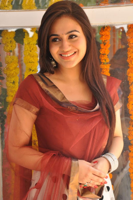 aksha hq hot images