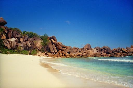 Traumhafter Sandstrand auf den Seychellen