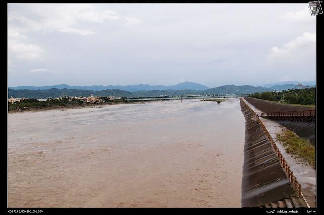 2013-07-13 蘇利颱風侵襲南投 水淹好高,但已經開始退了呢!