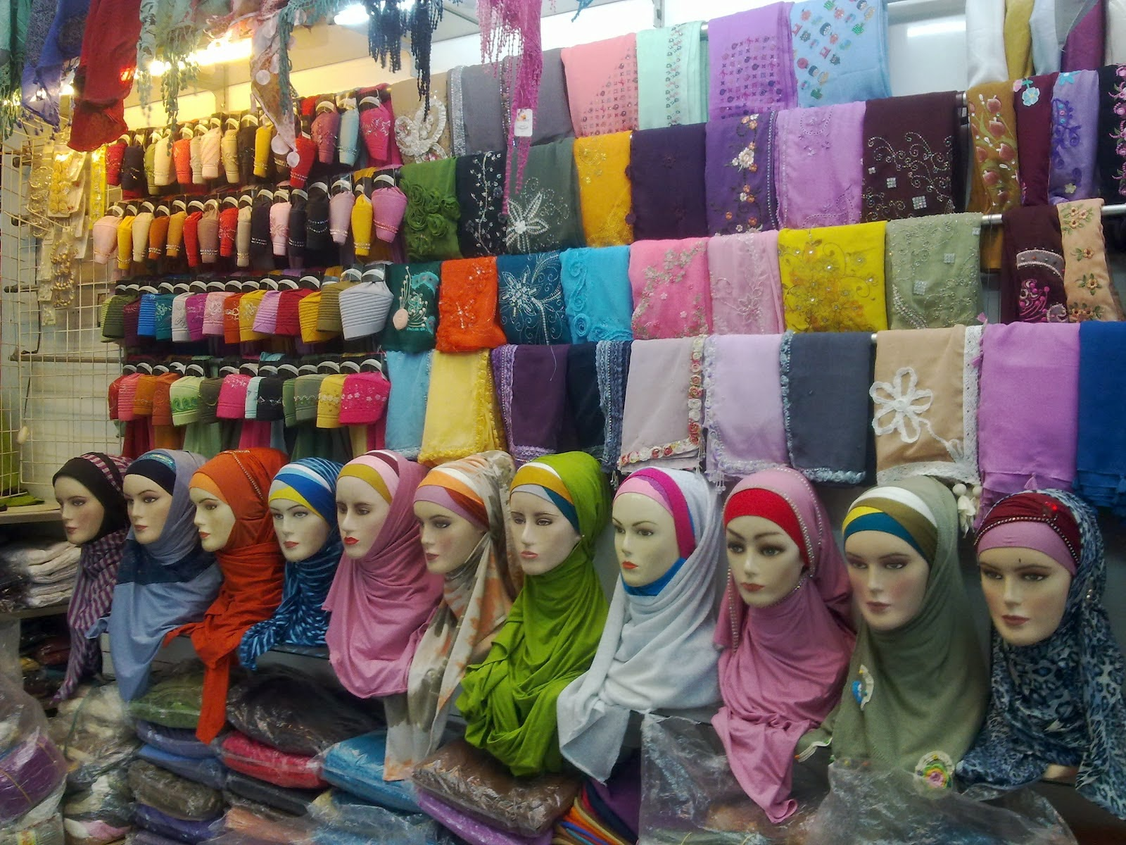 Tutorial Jilbab Pashmina Sifon Terbaru Untuk Wajah Bulat