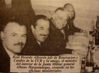 La famosa foto de Kirchner con los militares