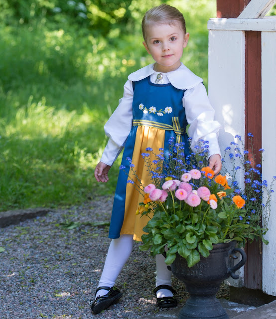 The Monarchy in Sweden celebrates its National Day and on this occasion of the Royal House of Sweden published a new photo of Princess Estelle