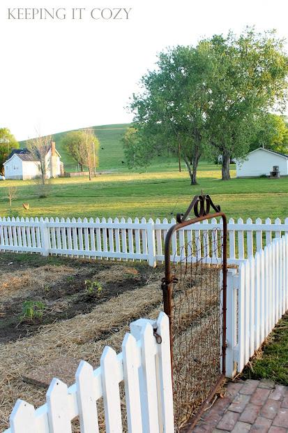 keeping cozy garden fence