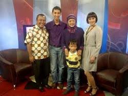 Foto Bersama Keluarga Mas Riyan yg mengalami Hidrosefalus back to normal 100%
