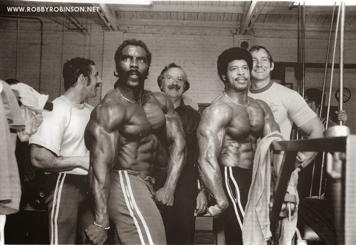 ROBBY ROBINSON, BILL GRANT AND JOE WEIDER TRAINING AND POSING IN GOLD'S GYM, '70s ● www.robbyrobinson.net//anabolic-pack.php ●