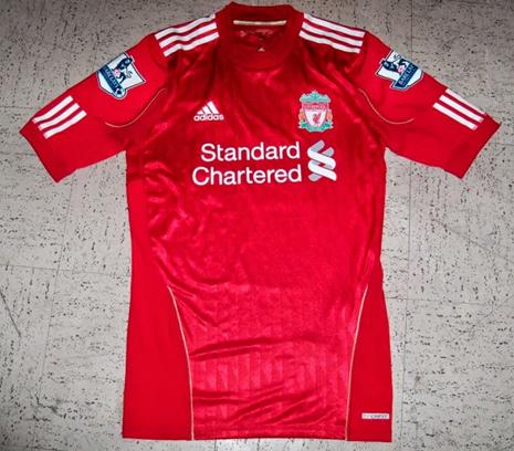 edd2472d3f La última camiseta del Liverpool Football Club que tengo es la de la temporada  2013 2014. Mismo patrocinador que la camiseta anterior que tengo