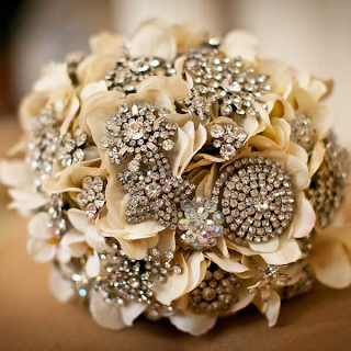 orlando wedding coordinator brooch bouquet