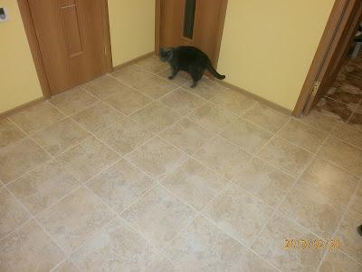 Пол из кафельной плитки в коридоре