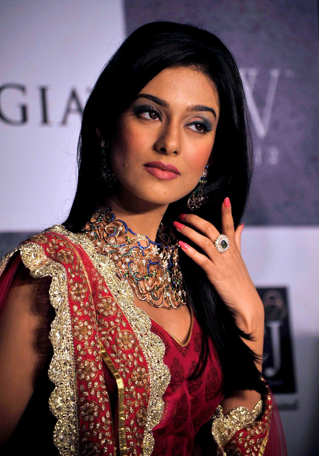 Amrita Rao Looks Hot In Saree At India International Jewellery Week (IIJW) 2012