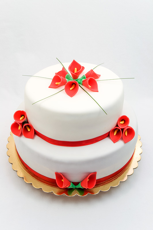 Red calla lily wedding cake fondant chocolate and peach cake