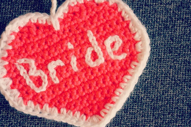 Crochet bride luggage tag free pattern