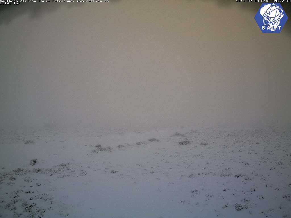 Webcam Image: Snow at SALT - Sutherland (4 July 2011 09h22 SAST)