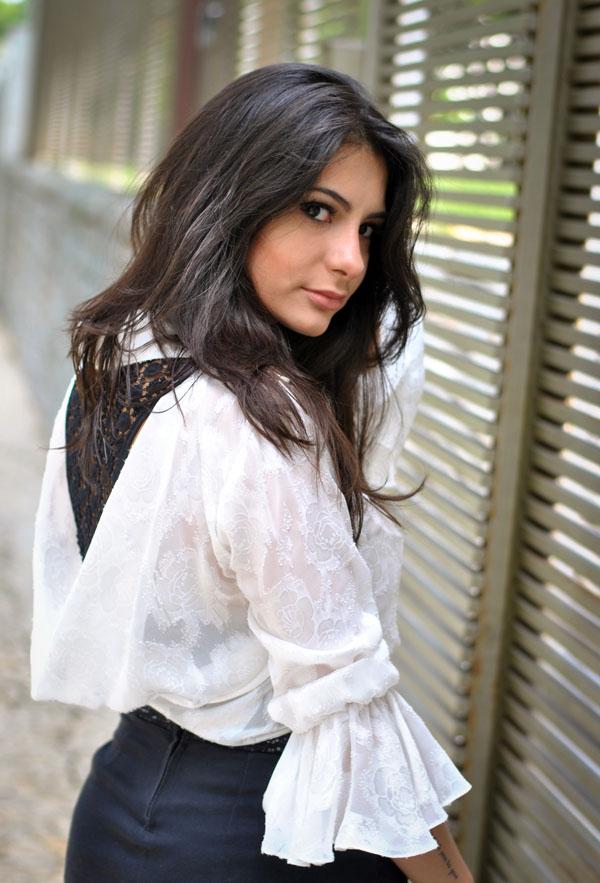 Bárbara Urias - look do dia - tendência P&B - preto e branco - camisa de renda