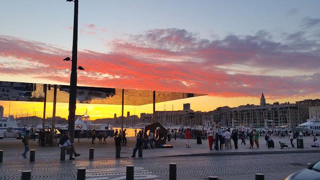 Il tramonto dal Vecchio Porto a Marsiglia - foto di Elisa Chisana Hoshi