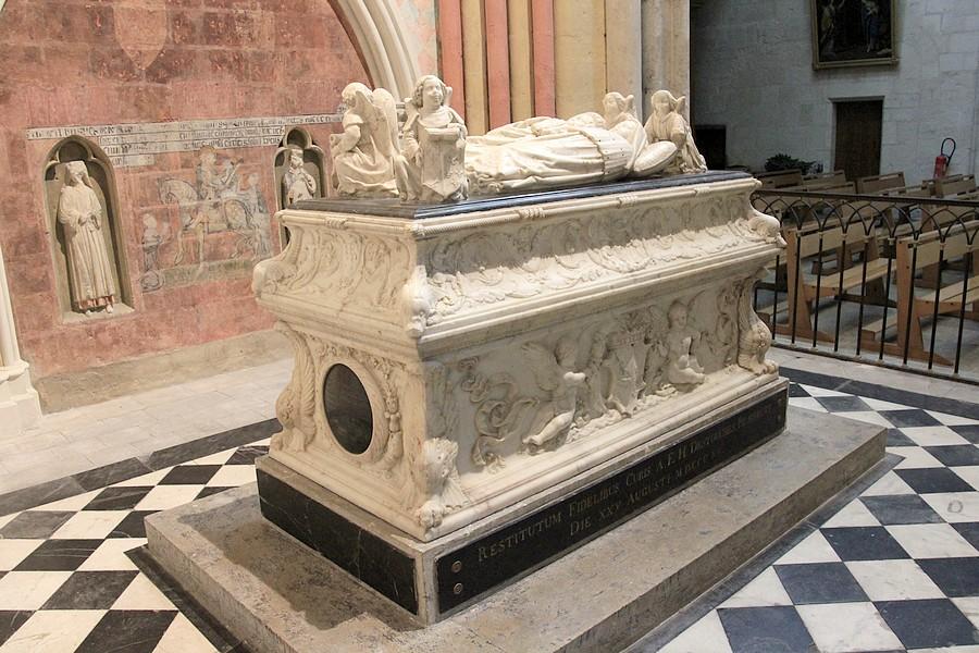 statuaire et mobilier des eglises gisant cath drale saint gratien de tours 37. Black Bedroom Furniture Sets. Home Design Ideas