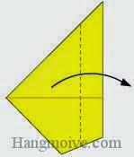 Bước 5: Gấp góc của lớp giấy trên cùng của tờ giấy theo chiều từ trái sang phải