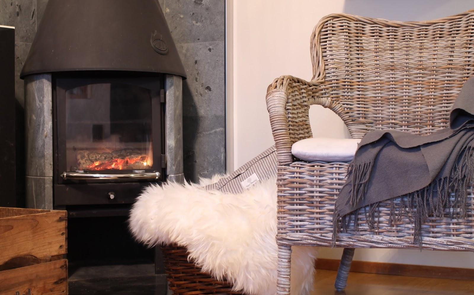 cozy corner, takkatuli, ikea lampaantalja, tineK tyyny, tyynynpäällinen, tineKhome