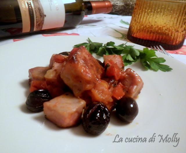cubetti di tonno con olive nere