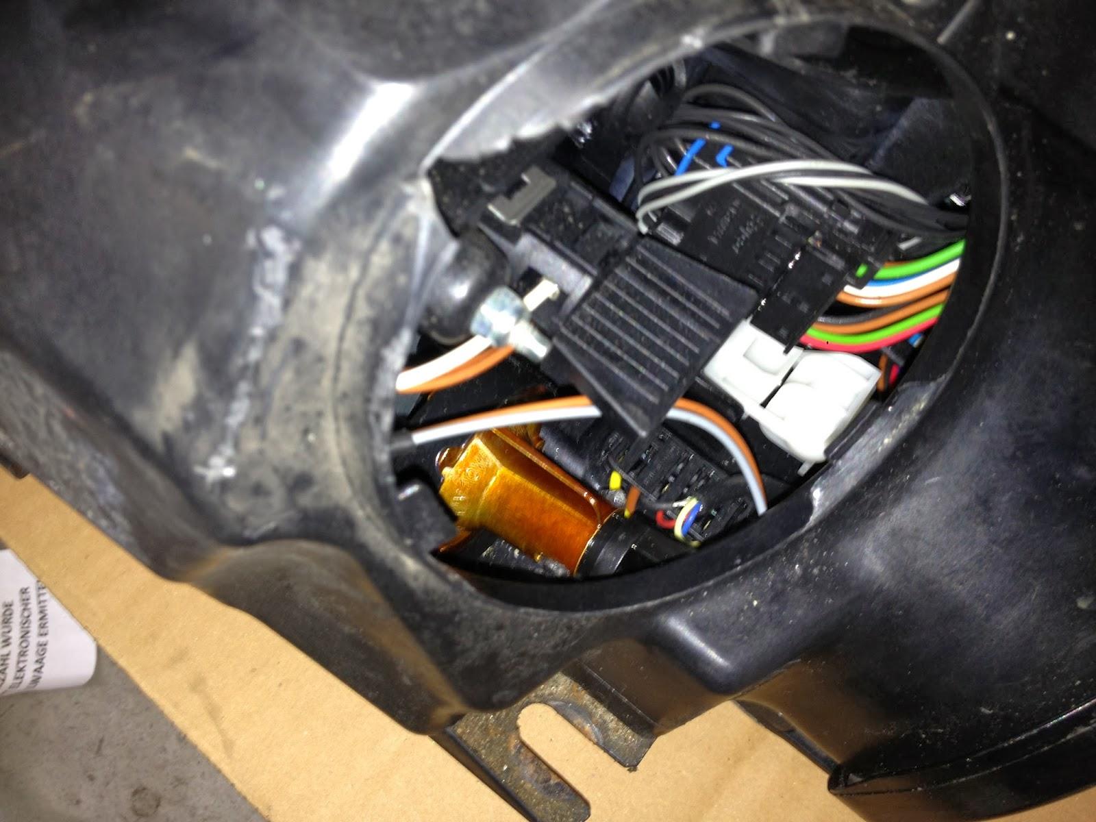 Beemer Lab: E60: First Fault - Parking-Light Bulb