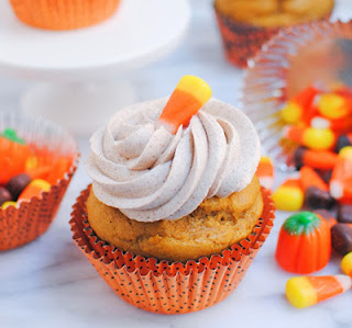 Muffins with Cinnamon Buttercream Frosting