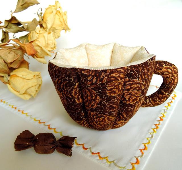 коричневая чашка