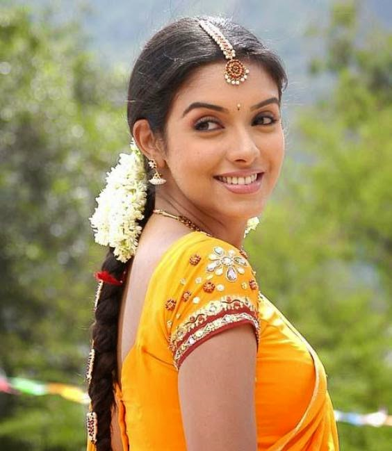 asin cute smile hd wallpaper in orange saree